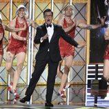 Stephen Colbert baila en la gala de los Emmy 2017