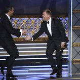 Seth Meyers y James Corden en los Emmy 2017