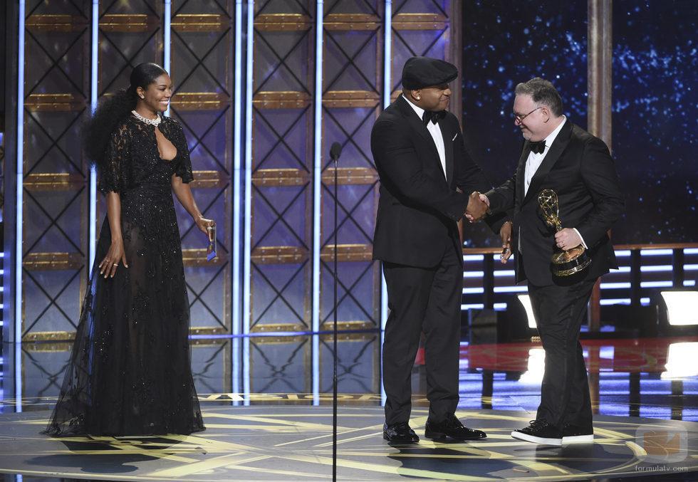 LL Cool J, Gabrielle Union y Bruce Miller en los Emmy 2017