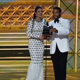 Priyanka Chopra y Anthony Anderson  en los Emmy 2017