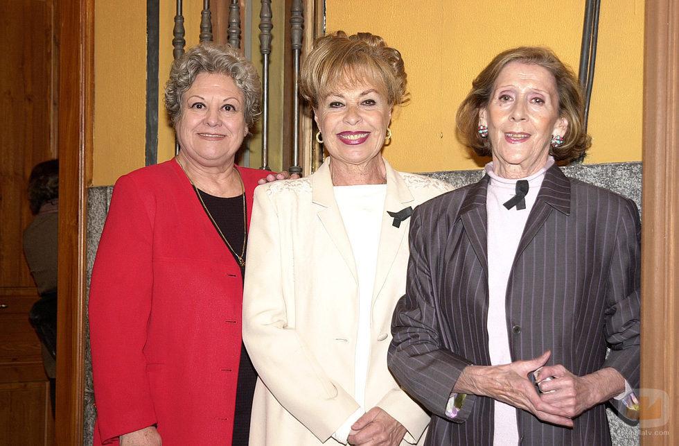 Las intérpretes de Concha, Vicenta y Marisa posan juntas en 'Aquí no hay quien viva'