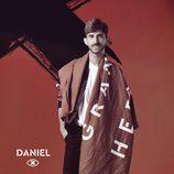 Daniel Sánchez posa con la bandera de 'GH Revolution'