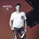 Miguel del Villar posa con la bandera de 'GH Revolution'