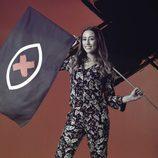 Miriam Santiago posa con la bandera de 'GH Revolution'