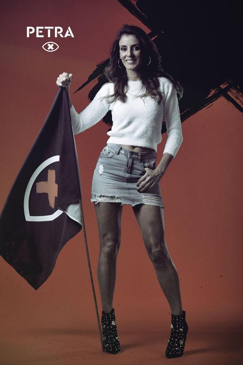 Petra Adrover posa con la bandera de 'GH Revolution'