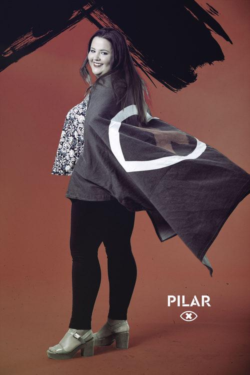Pilar Marcellán posa con la bandera de 'GH Revolution'