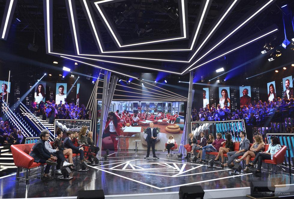 Plató de 'GH Revolution' en el primer debate del programa con Jordi González