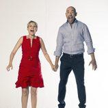 Inmaculada Galván y Emilio Pineda, presentadores de 'Madrid Directo' saltando
