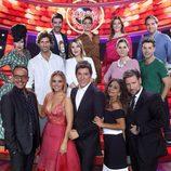 Todos los concursantes de 'Tu cara me suena' posan con el jurado y el presentador del programa