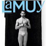 Paco León muestra sus atributos en la portada de La Muy