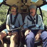 Jesús Calleja junto a un pueblerino en 'Volando voy'