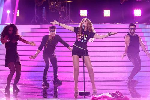 Pepa Aniorte se quita la chaqueta en su imitación a Paulina Rubio en 'Tu cara me suena 6'