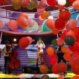 El plató de 'Tu cara me suena 6' se llena de globos en la actuación de Lucía Gil