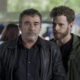 Eduard Fernández y Álvaro Cervantes en la serie de Movistar+, 'La zona'