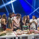Los concursantes de 'GH Revolution' antes de la prueba de la cuarta gala para conseguir más comida