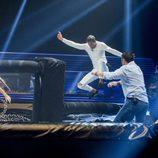 Hugo y Miguel se enfrentan a una prueba durante la cuarta gala de 'GH Revolution'