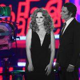 Diana Navarro y Luis Larrodera cantando