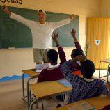 Frank Cuesta visita una escuela de África, en 'Wild Frank'