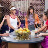 Berta recurre a sus amigas y vecinas para que la ayuden a animar a su hija Alba en 'La que se avecina'