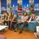 Algunos concursantes de 'GH Revolution' esperando a que empiece la gala 5