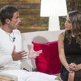 Hugo dando explicaciones a Laura, la novia de Cristian Fernández en 'GH Revolution'