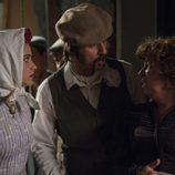 Lola y Pacino vestidos de chulapos en el capítulo 32 de 'El Ministerio del Tiempo'
