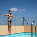 Ricky Merino  de 'OT 2017' posa desnudo en la piscina
