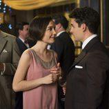 Marga y Pablo en una fiesta en 'Las chicas del cable'