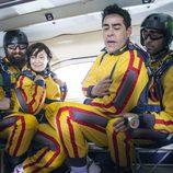 Amador y Fina apunto de saltar en paracaídas en 'La que se avecina'