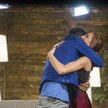 Hugo y Miriam se abrazan en 'GH Revolution'