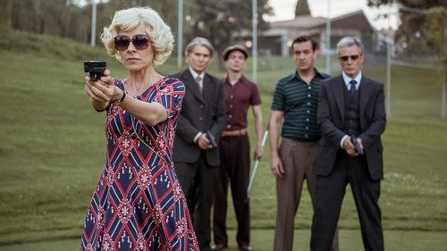 Lola protege a Adolfo Suárez en 'El Ministerio del Tiempo'