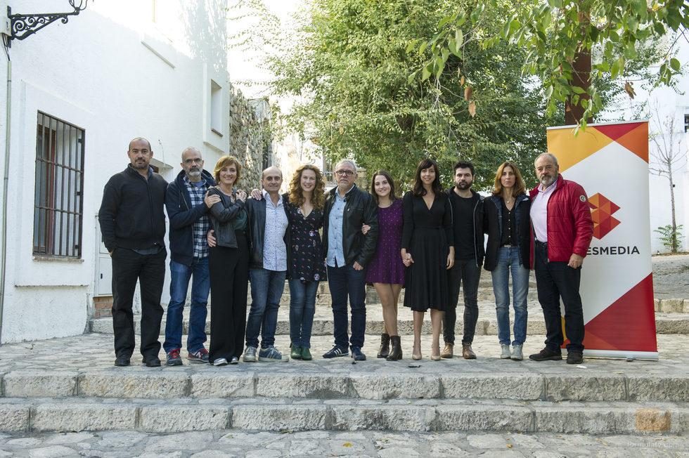 El reparto de 'Matadero', la nueva serie de Antena 3, posa ante los medios