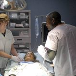 Omar Epps con una paciente en House