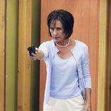 Carolyn Bigsby con una pistola en 'Bang'