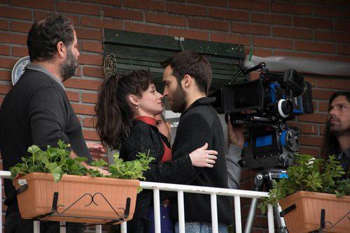 Elena Rivera y Ricardo Gómez en el rodaje de 'Cuéntame Cómo Pasó'