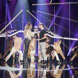 """Miriam y Agoney cantando """"Runnin' (Lose It All)"""" en la gala 1 de 'OT 2017'"""