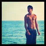 Luis Cepeda ('OT 2017') posa sin camiseta en la playa