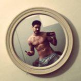 Luis Cepeda ('OT 2017') se desnuda frente al espejo