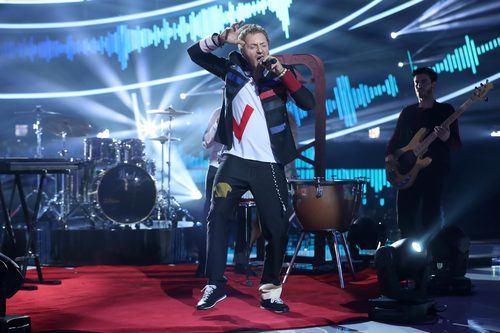 Raúl Pérez es Chris Martin de Coldplay en la gala 6 de 'Tu cara me suena 6'