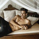 Jaime Astrain ('El chiringuito de Jugones') seduce a la cámara, semidesnudo