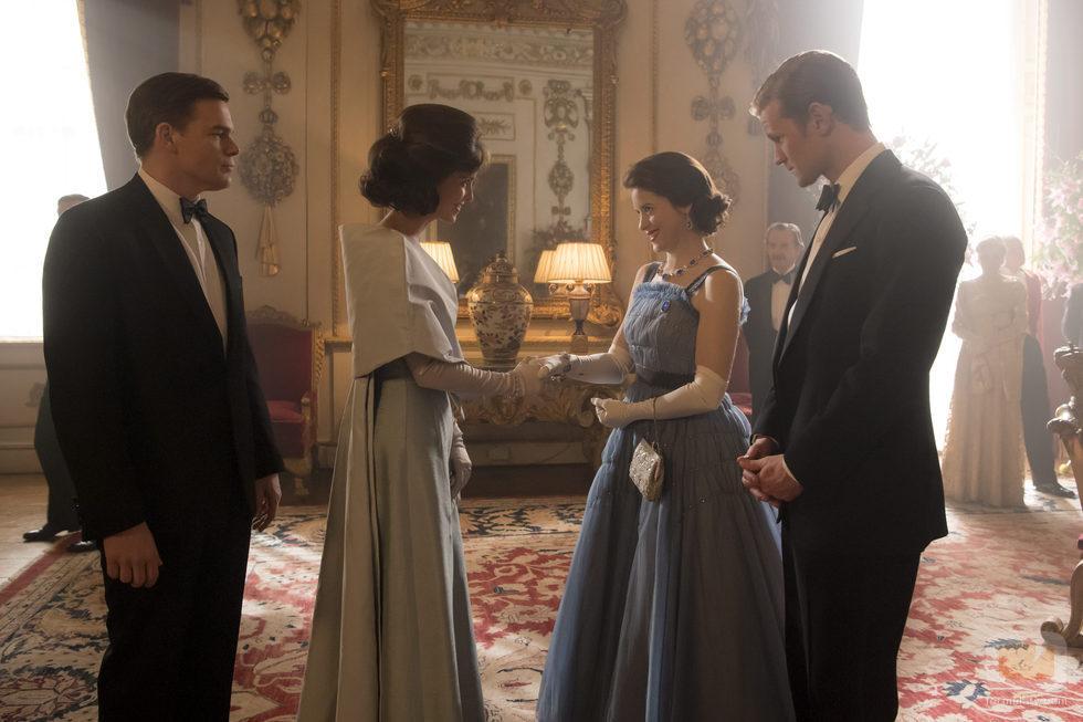 Los reyes de Inglaterra reciben a los Kennedy en la segunda temporada de 'The Crown'