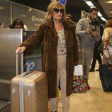 María Teresa Campos en el aeropuerto en la tercera temporada de 'Las Campos'