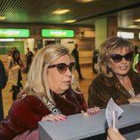 Carmen Borrego y María Teresa Campos facturan sus maletas en la tercera temporada de 'Las Campos'