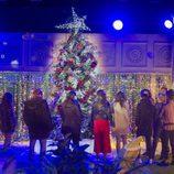 Los concursantes disfrutan de la decoración navideña en la gala 12 de 'GH Revolution'