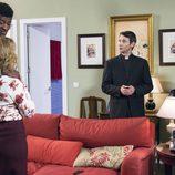 Berta presenta a Antonio Recio y al padre Alejandro a Ongombo en el décimo capítulo de la décima temporada de 'La que se avecina'