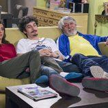 Lola, Javi y Vicente sentados en el undécimo episodio de la décima temporada de 'La que se avecina'