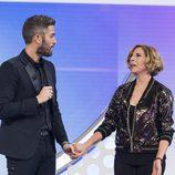 Roberto Leal da la bienvenida a Soledad Giménez en la Gala 7 de 'OT 2017'