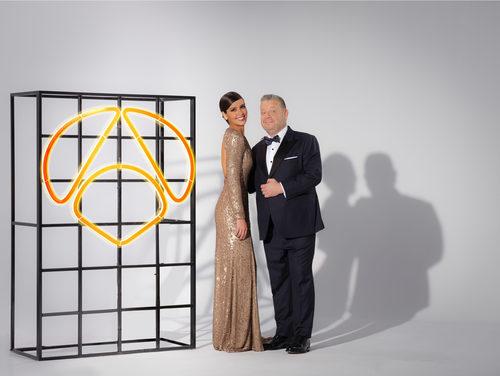 Cristina Pedroche y Chicote, muy elegantes para promocionar las Campanadas 2017-2018