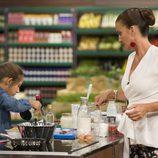 Samantha con María en la cocina en 'MasterChef Junior 5'