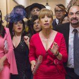 Algunos de los invitados a la boda asombrados en el último capítulo de la décima temporada de 'La que se avecina'